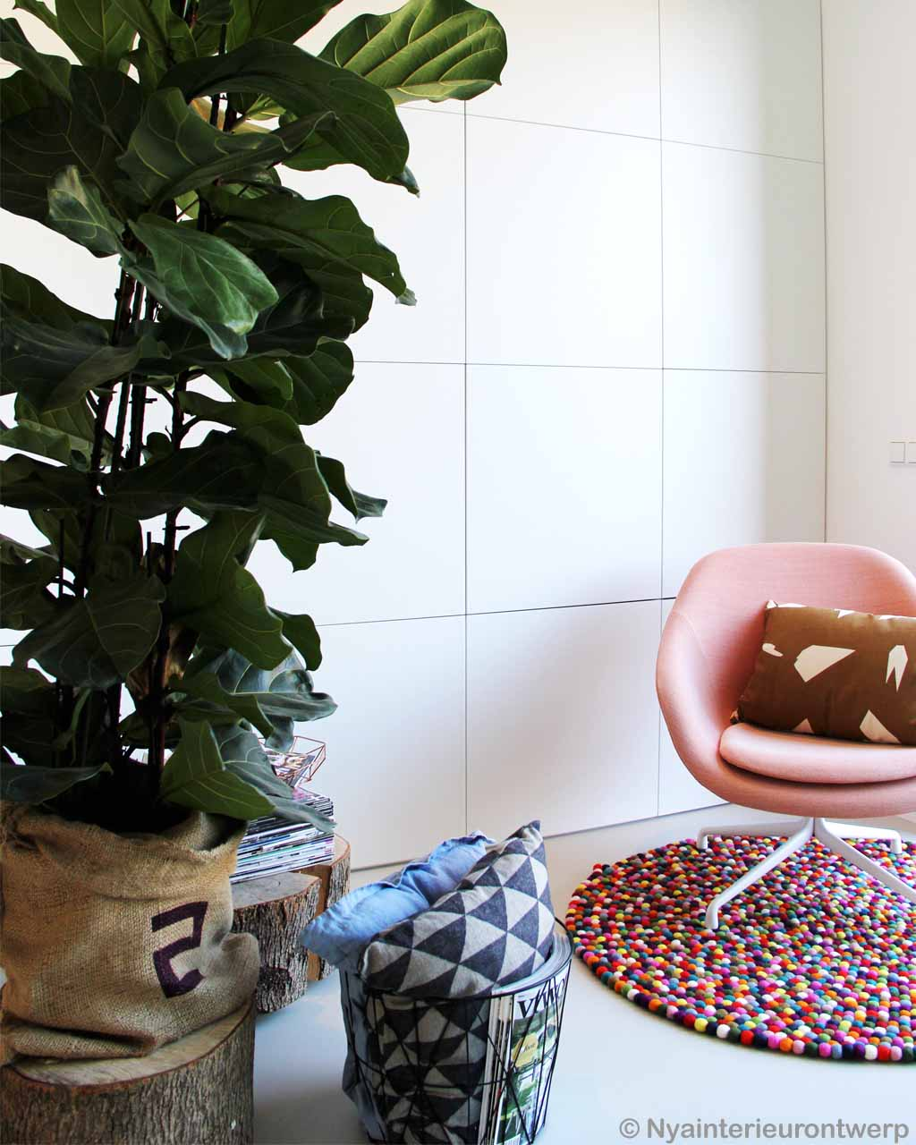 woolen pink chair and sacked pot made by nepalian modern rugs